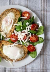 Ouă în pâine